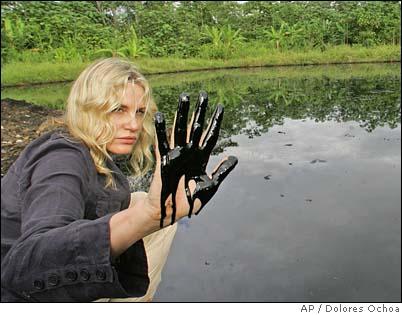 Actress Daryl Hannah tests oily water in Ecuador Amazon